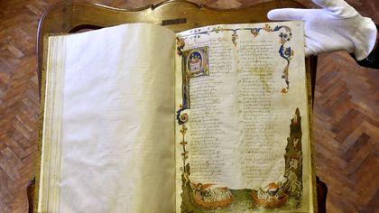 Parma, in Pilotta restaurata copia della Divina Commedia del 1340 - foto