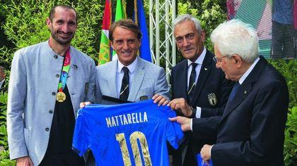 Il Presidente Mattarella conferisce onorificenze ai giocatori e allo staff della Nazionale