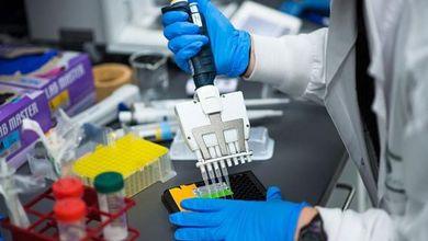 Dietro il caso AstraZeneca c'è la guerra dei vaccini tra multinazionali e grandi potenze
