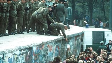 Cadono i muri, 1985 -1989. La nostra storia in ebook