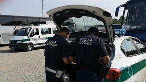 Eccesso di velocità, patenti scadute e mancanza di riposi per gli autisti dei bus: multe per 30.000 euro