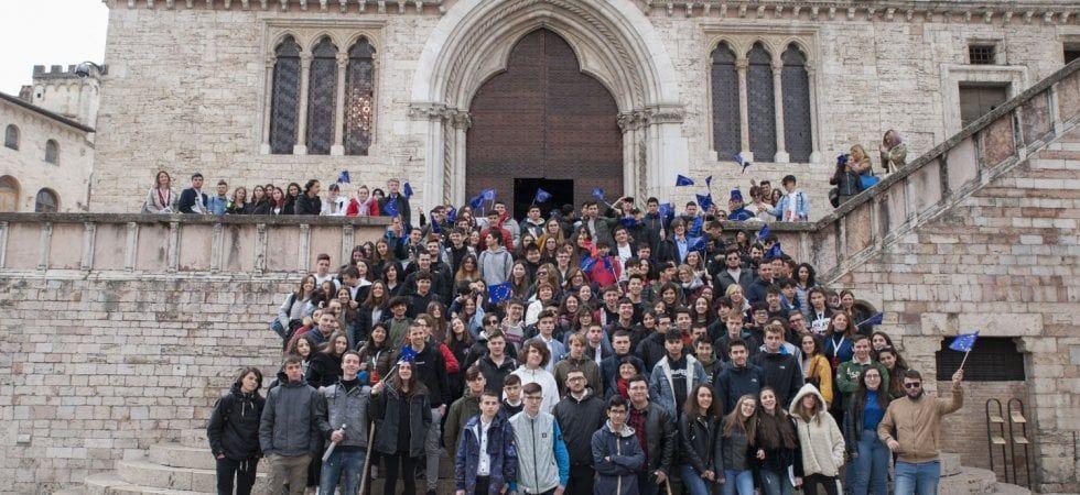 Spiegare ai giovani cosa fa l'Europa per noi: un progetto ...