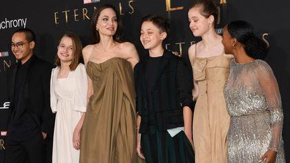Il gioiello piercing di Angelina Jolie, l'abito vintage di Zahara e la scelta di Shiloh