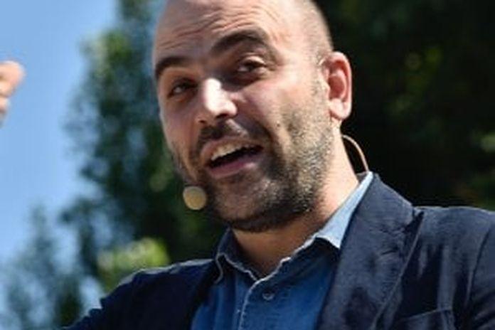 """Saviano: """"Dai Rom ai migranti, da Salvini solo balle e parole spaventose"""""""