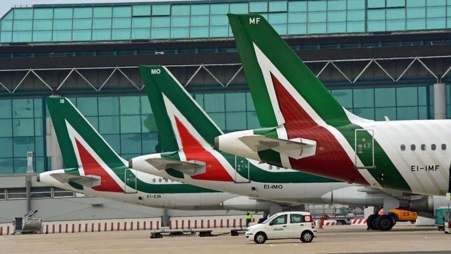 Dai grandi fasti alla crisi, oggi l'ultimo volo di Alitalia