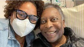"""Pelé in terapia semi-intensiva, la figlia rassicura: """"Un passetto indietro e due avanti"""""""