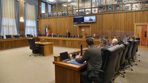 Consiglio Valle: scintille in maggioranza tra consiglieri del Pcp, il presidente Bertin toglie la parola a Erika Guichardaz