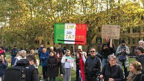 """Pisa, protesta """"No Green Pass"""" al passaggio del presidente Mattarella"""