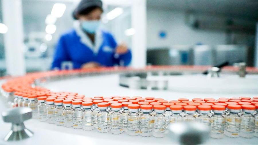 La risposta alla variante sudafricana che sfugge ai vaccini. Ecco come la scienza cerca di risolvere questo problema
