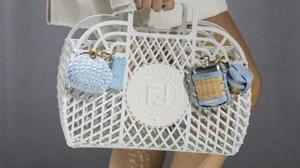 La borsa deluxe in plastica riciclata
