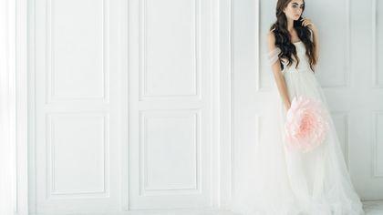 Stile Bridgerton o recycled: le spose 2021 vestono così