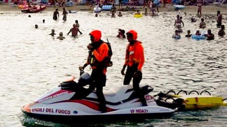 Sanremo, soccorsi in mare con i pompieri su moto d\'acqua - La Stampa