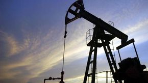 Caro benzina, quanto costerebbe il carburante senza tasse? Un grafico per scoprirlo