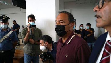 Tredici anni a Mimmo Lucano, i conti regolati sulla pelle dei migranti