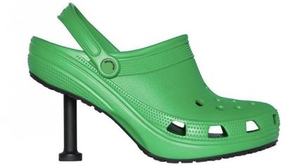 Le Crocs con il tacco firmate Balenciaga fanno impazzire i social