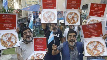 G20. Avaaz ai Quartieri spagnoli con maschere di Maradona