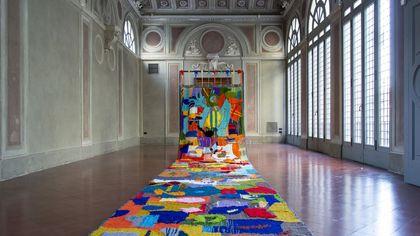 A Bergamo un maxi tappeto volante realizzato dai ragazzi per la festa di Sant'Alessandro