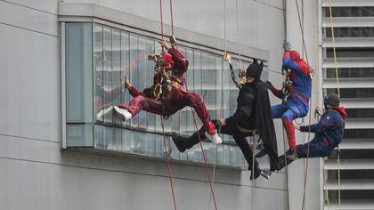La sorpresa di Carnevale dei Supereroi ai bambini ricoverati in ospedale a Bergamo
