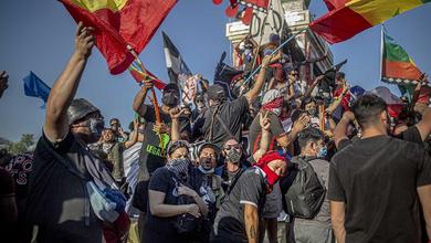 A Santiago i medici in piazza per salvare i manifestanti dagli abusi della polizia
