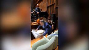 Napoli, il maestro Riccardo Muti cade durante il festeggiamento dei suoi 80 anni