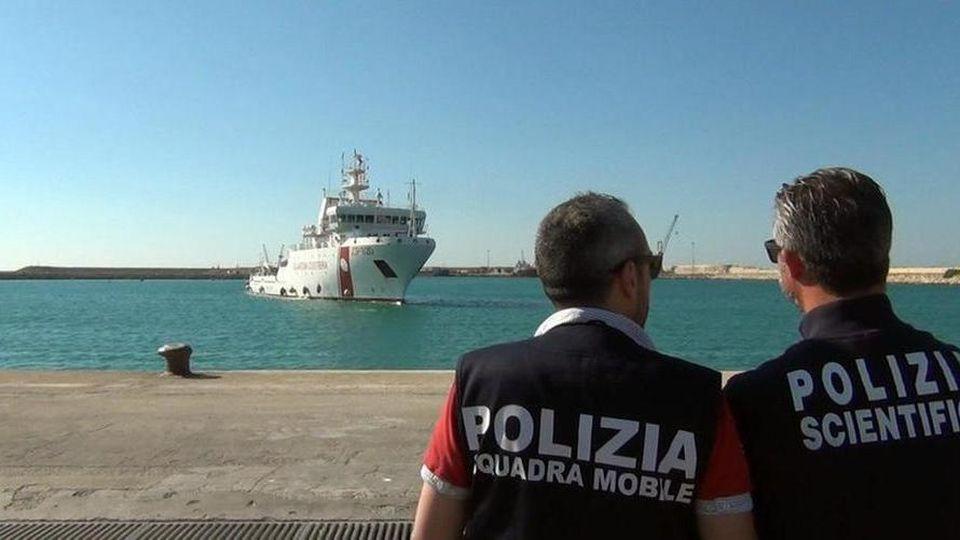 """La nave Gregoretti in attesa ad Augusta con 131 migranti. Toninelli: """"L'Ue  risponda"""" - Gazzetta di Mantova"""