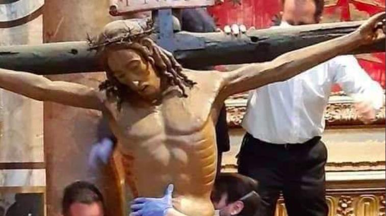 Il crocifisso dei miracoli a San Pietro per la preghiera del Papa ...