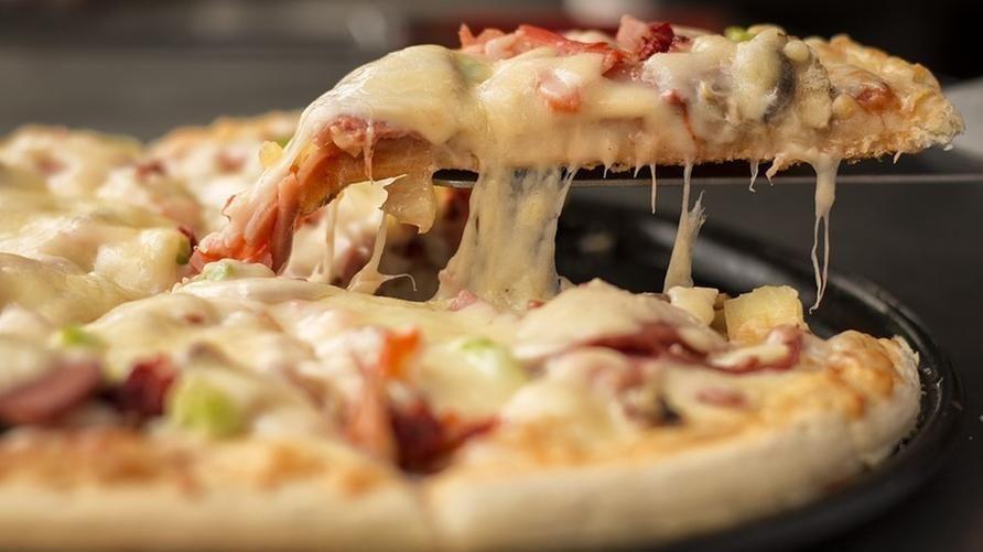 """All'Italia l'Ig Nobel 2019 per la Medicina grazie alla pizza: """"È anticancro solo se fatta in Italia"""""""