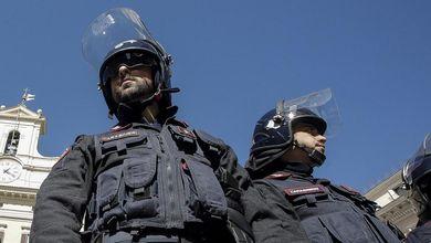Il buio sotto la divisa: l'escalation di suicidi tra poliziotti e carabinieri che lo Stato non vede