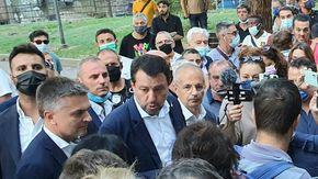 Savona: Salvini in piazza del Popolo tra residenti, commercianti, mamme e bambini