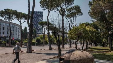 L'Albania dei sogni infranti tra i bunker di Hoxha e i grattacieli degli oligarchi