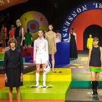 Dior mette in scena il gioco della moda: gli anni 60 spiegati ai giovani