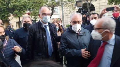 Ballottaggio, a Caserta Marino chiude la campagna in un locale, un comizio per Zinzi