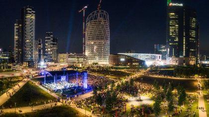 La festa della musica nel parco di Milano: in seimila al concerto di Bollani alla Biblioteca degli Alberi