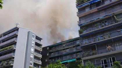 Milano, incendio in sottotetto palazzo: due intossicati lievi