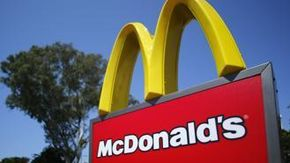 Rapina al McDonald's di Pomigliano: banditi assaltano il furgone con l'incasso del weekend. Ferito un vigilante