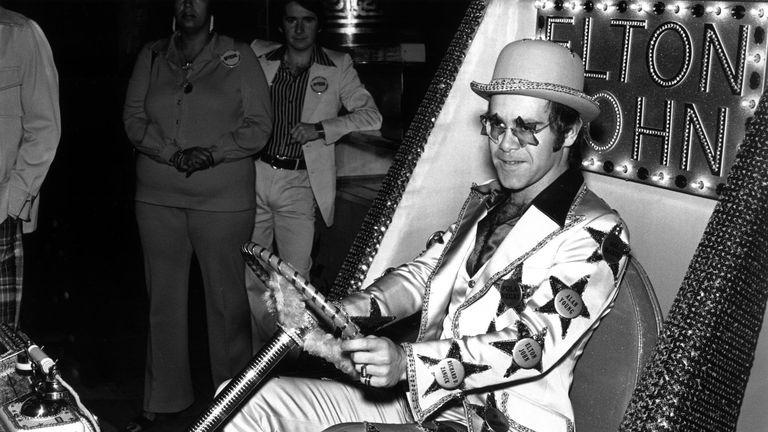 """Elton John: """"Quando mia madre cercò di rovinare il giorno"""