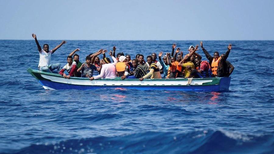 Lampedusa, 550 sbarchi di migranti in 24 ore - La Stampa - Ultime notizie  di cronaca e news dall'Italia e dal mondo