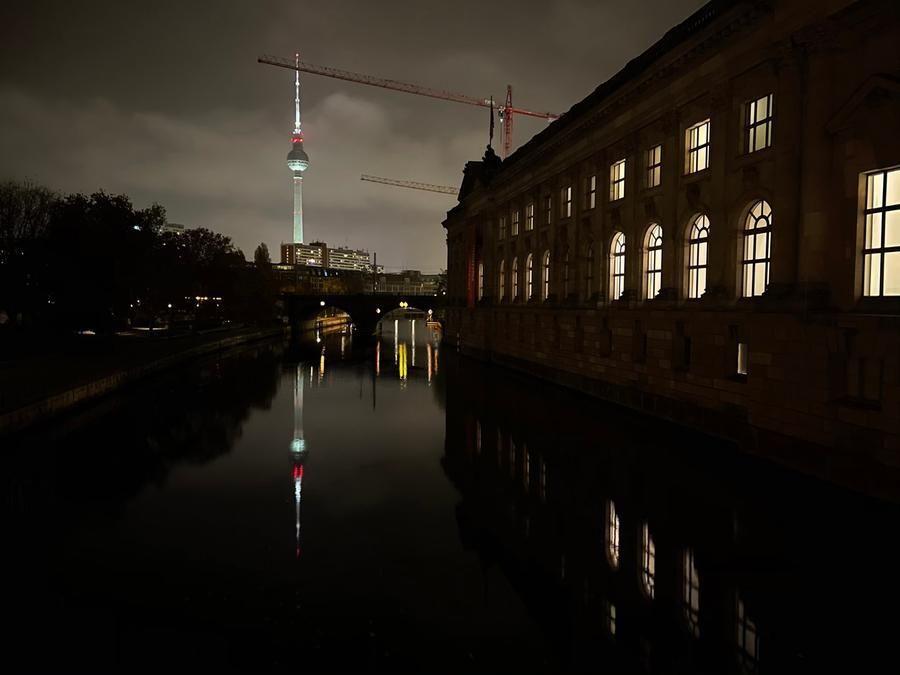 Berlino, la torre della televisione e il Bode Museum. Scarica la foto alla risoluzione originale