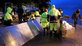 Maltempo, Como: a Laglio strade invase dall'acqua, i vigili del fuoco costruiscono paratie sul lungolago
