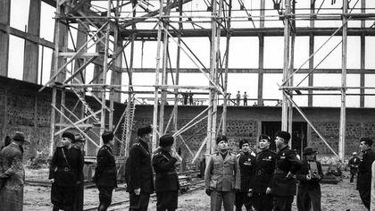 Cinecittà tra ieri e oggi: dall'inaugurazione col Duce ai set di Fellini, Scola e della serie 'Rome'