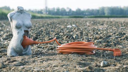 Madre terra, l'opera per riconnettersi con suolo di Federico Clapis nel giardino condiviso di via Gattamelata