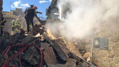 L'esplosione, crolla una villetta a Greve in Chianti: due morti