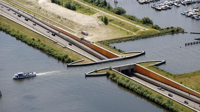 In Olanda c'è un ponte al contrario che sembra essere uscito da un quadro  di Escher - La Stampa