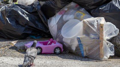 """Emergenza rifiuti, il reportage da Centocelle: """"Qui ci siamo arresi"""""""