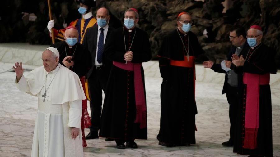"""Coppie gay, il """"sì"""" di papa Francesco alle unioni civili"""