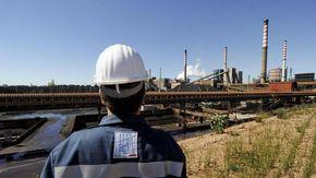 """Ilva, scatta la cassa per 4 mila operai. L'ira dei sindacati: """"È inaccettabile"""""""