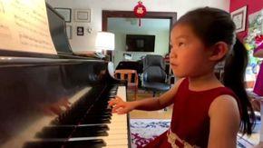Usa, la pianista prodigio a quattro anni suona Beethoven e si esibirà alla Canegie Hall