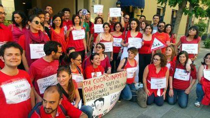 """Scuola, protesta degli insegnanti in formazione a Palermo: """"Dimenticati dalla riforma Renzi"""""""
