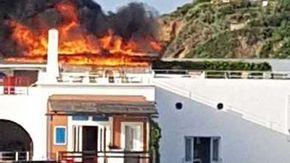 """Panarea, incendio nella terrazza dei """"vip"""" dell'Hotel Raya"""