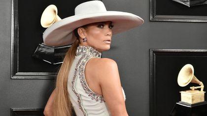 È il compleanno di Jennifer Lopez: 10 look pazzeschi per festeggiare i suoi 52 anni